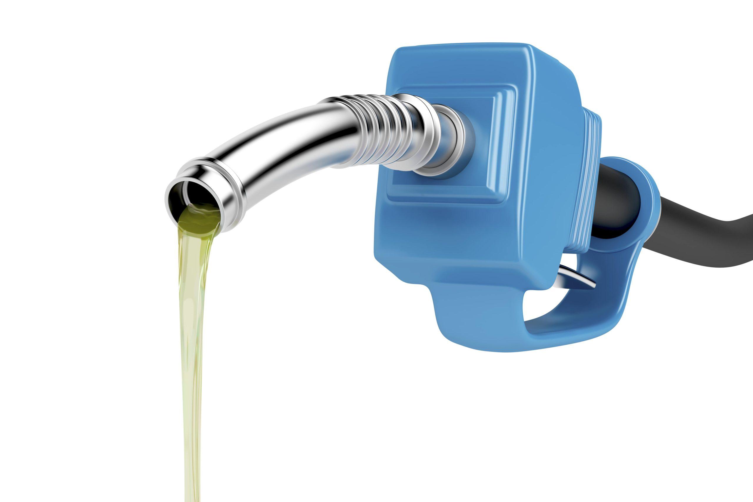 pouring-fuel-PYT8JTW-min